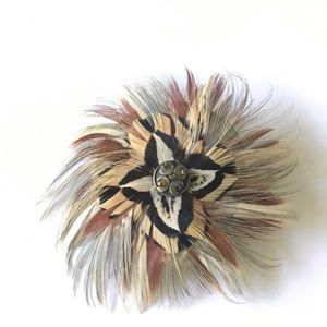Jewelry - Unique Feather Brooch